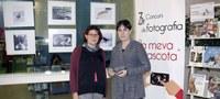 Carmen López (COVLL) i Antònia Capdevila (Biblioteca)